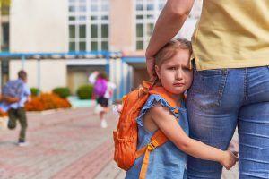 holčička první den ve škole